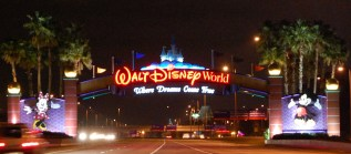 wdw-sign-at-night
