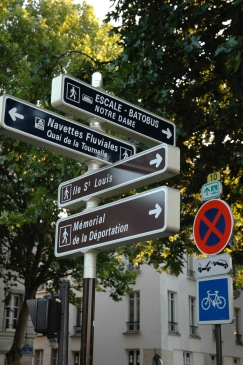 PAris street sign